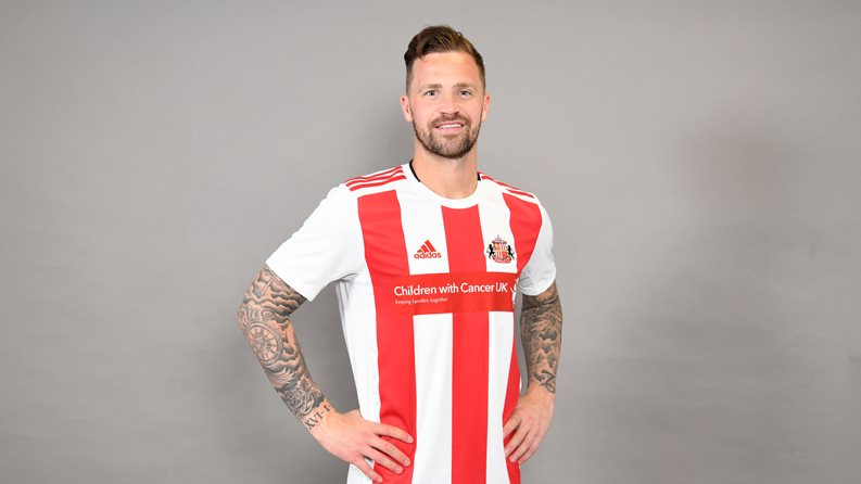 "Betdaq ""oddaje"" koszulki Sunderland na cele charytatywne"
