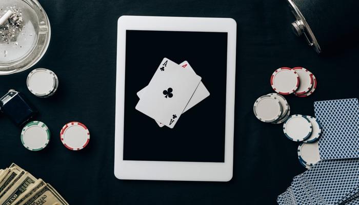 Hazard oparty na umiejętnościach: podobieństwa między zakładami sportowymi a pokerem