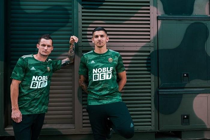Śląsk zaprezentował nowe koszulki z NobleBet