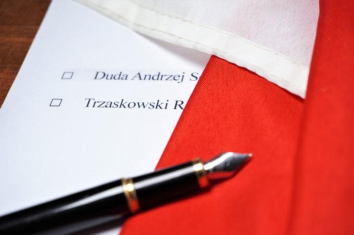 Trzaskowski z Dudą jak Legia z Lechem?