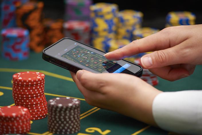 Gospodarstwa domowe wydały przeciętnie 83,73 zł na nielegalny hazard w 2020